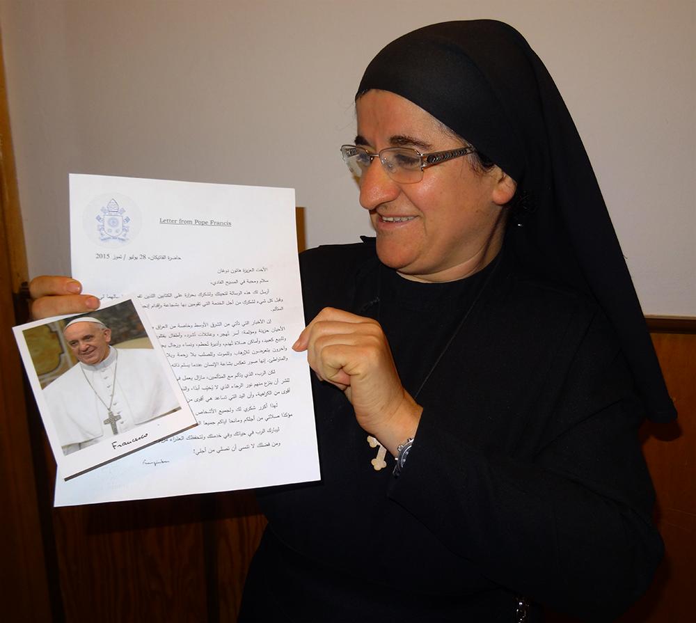 Schwester Hatune erhält von Papst Franziskus einen persönlichen Brief