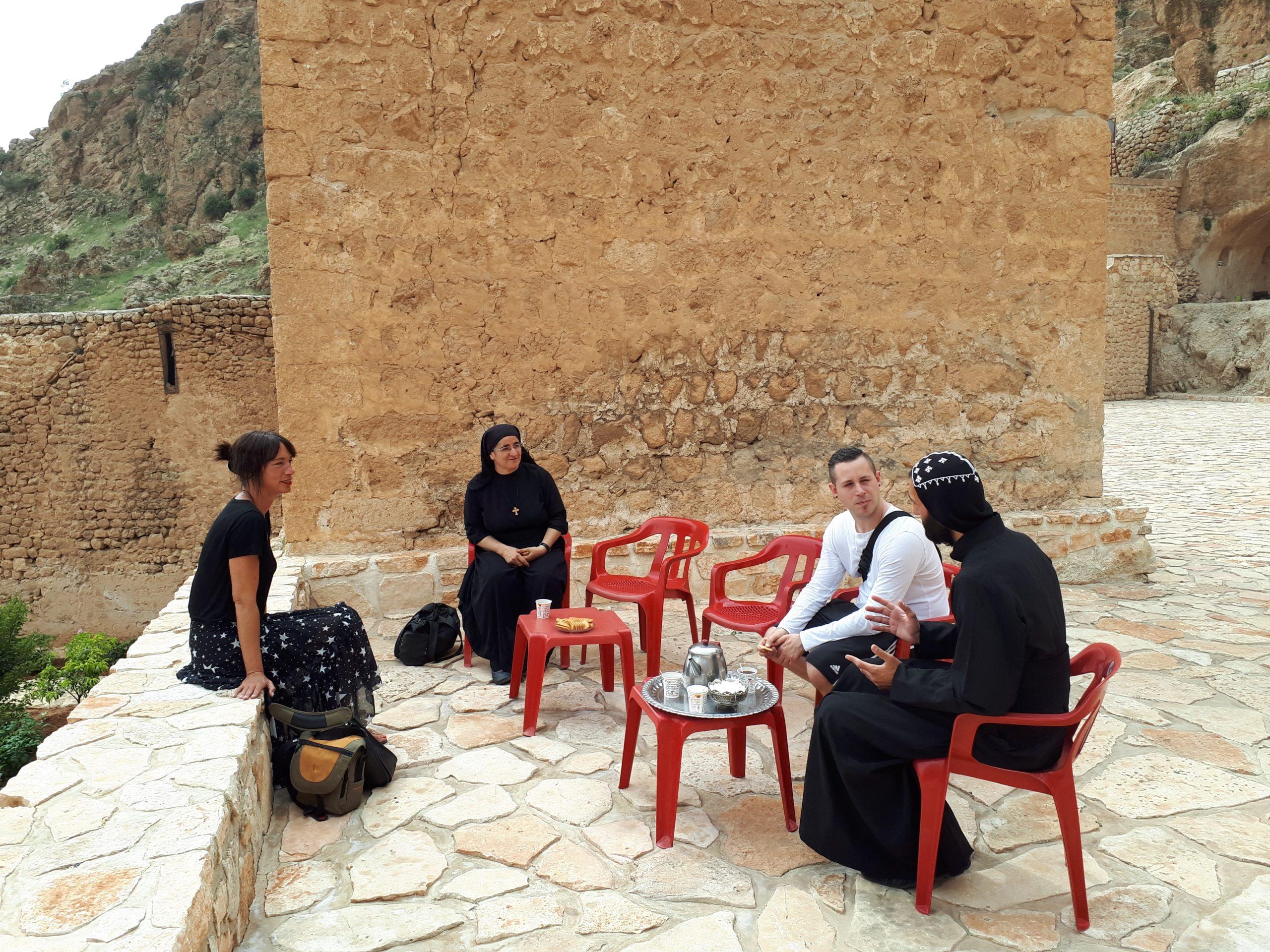 Reisebericht: Schwester Hatune mit Gräfin Katharina und Kevin H. nach Nahen-Osten